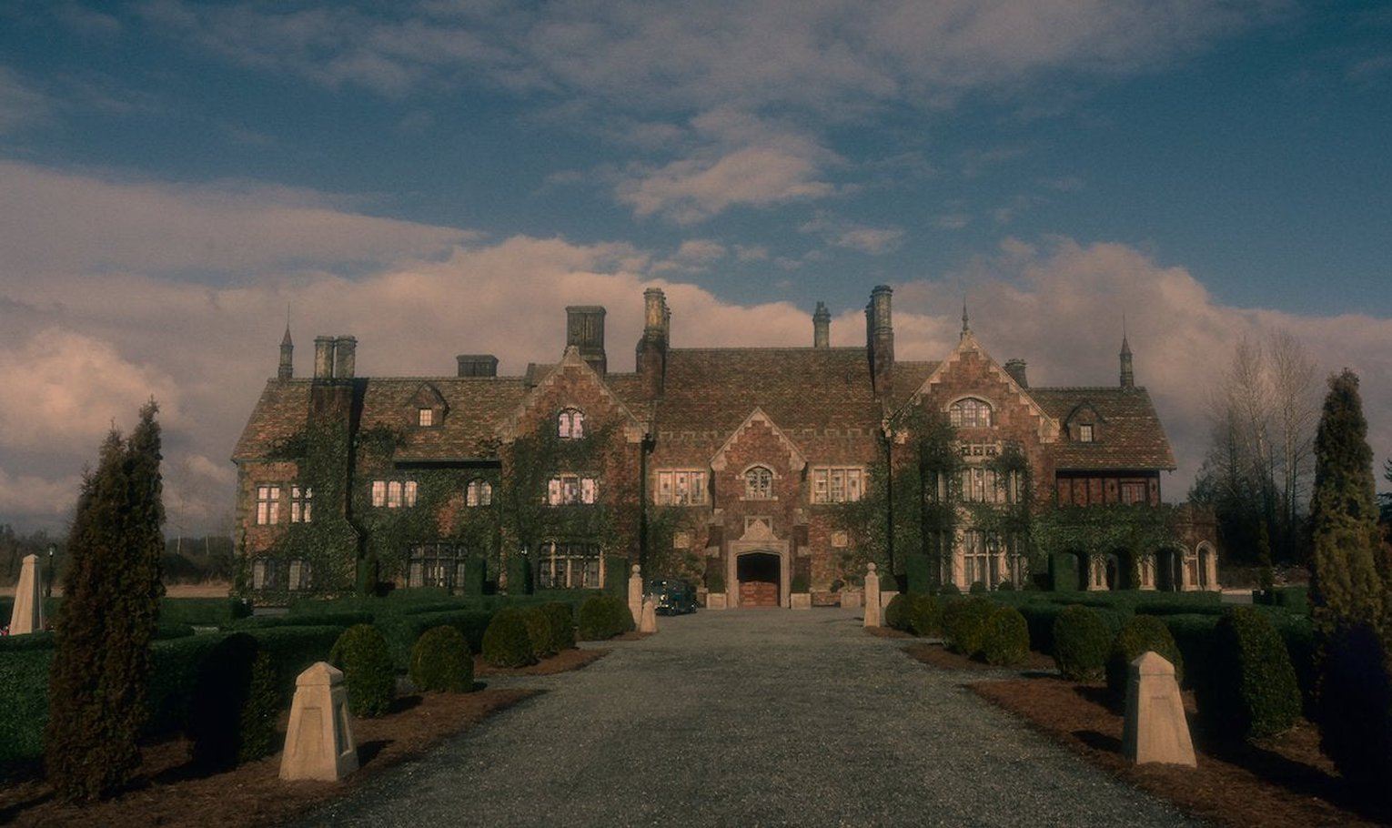 The Haunting Of Hill House Season 2 Fans Invited To Call Bly Manor